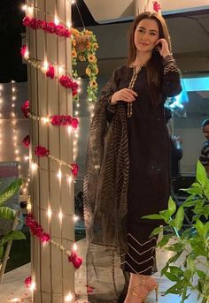 stuns in this gorgeous outfit by This custom black outfit with intricate tilla detail. Beautiful Pakistani Dresses, Pakistani Formal Dresses, Pakistani Dress Design, Pakistani Outfits, Fancy Dress Design, Stylish Dress Designs, Designs For Dresses, Pakistani Fashion Party Wear, Indian Fashion Dresses