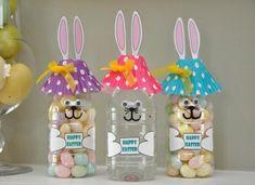 bricolage pour Pâques facile - des bouteilles en plastique transformées en bocaux à bonbons lapins