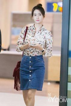 . Snsd Airport Fashion, Snsd Fashion, Asian Fashion, Girl Fashion, Womens Fashion, Yoona Snsd, Airport Style, Red Carpet Fashion, Girl Model
