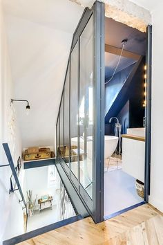 Paris 17 residence a duplex below the roof with terrace Paris 17 residence a duplex below the roof with terrace Living Room Styles, Living Room Designs, Apartment Design, Duplex Apartment, Living Room Decor Cozy, Attic Bedrooms, Boho Home, Paris Apartments, Home Fashion