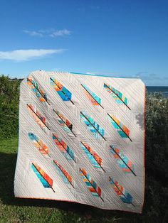 Birds Of A Feather Quilt Blanket - Humpine Quilting Projects, Quilting Designs, Applique Designs, Surfergirl Style, Arrow Quilt, Southwestern Quilts, Quilt Modernen, Quilt Tutorials, Bird Feathers