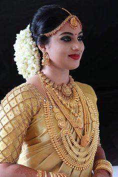 Kerala Wedding Saree, Indian Wedding Bride, Indian Bridal Sarees, Kerala Bride, Hindu Bride, Indian Bridal Makeup, Indian Bridal Fashion, Pakistani Bridal Dresses, Indian Wedding Outfits