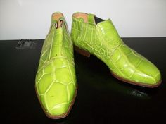 Someone wore these shoes. Yeah. Rly! Those crazy vintage disco people... Um, The Alligator probably wasn't bright lime green color originally. Size 9 from Allure of Philadelphia. Brought to you by Shunna in thedesignernook on etsy.