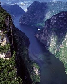 Located a few kilometres east of Tuxtla Gutierrez, the capital of Chiapas, the Sumidero Canyon (Cañon del Sumidero in Spanish), has 800 meter-high walls feet) and lots of natural life. Sumidero Canyon's Río Grijalva is a gorgeous landscape. Places To Travel, Places To See, Beautiful World, Beautiful Places, Amazing Places, World Photography, Travel Alone, Mexico Travel, Mexico City