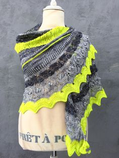 The Peace Maker shawl | Fun & easy-to-understand knitting pattern by HELLE SLENTE DESIGN