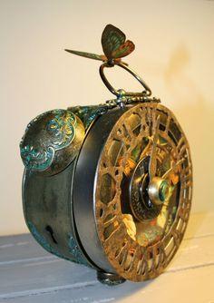 Laura's gorgeous Steampunk Debutante clock