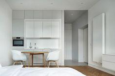 Studio Apartment by BLACKHAUS Karol Ciepliñski Architekt