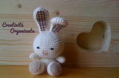 Il mio nuovo coniglietto amigurumi e le spiegazioni in italiano che ho usato.
