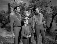 Lost in space Space Tv Series, Space Tv Shows, Danger Will Robinson, Swiss Family Robinson, Lost In Space, Kids Tv, Old Tv Shows, Scene Photo, Scary Movies