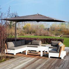 Puedes equipar con sombrillas jardín la terrazas o el patio pero antes de hacerlo no te pierdas nuestros consejos sobre cómo elegir la sombrilla.