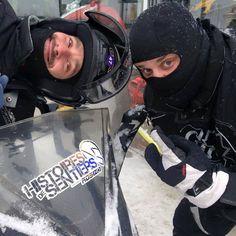 Guillaume Lemay-Thivierge et Philippe Laprise en tournage dans la neige pour Histoires de sentiers   HollywoodPQ.com