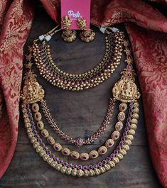 Pearl Necklace Designs, Jewelry Design Earrings, Gold Earrings Designs, Gold Jewellery Design, Gold Jewelry, Indian Jewelry Sets, Indian Wedding Jewelry, Bridal Jewelry, Antique Jewellery Designs