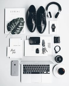Some people coined it as Overhead Photography, Top-View Photography, or even Flat Lay Photography. But the right term would be Knolling! Royal Photography, Photography Settings, History Of Photography, Photography Jobs, Flat Lay Photography, Photography Gallery, Photography Projects, Photography Website, Artistic Photography