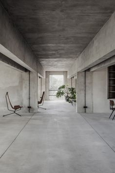 "Concrete walls and a smattering of furnishings provide a ""silent stage"" for members using Berlin co-working space Brutalist Silence. Casa Cook, Concrete Interiors, Interior Architecture, Interior Design, Architecture Diagrams, Architecture Portfolio, Creative Hub, Community Space, Co Working"