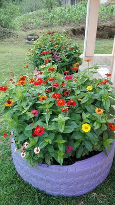 Garden Fountains, Beautiful Gardens, Diy Planters, Diy Garden Decor, Outdoor Flowers, Backyard Landscaping Designs, Flower Pots Outdoor, Diy Garden, Creative Gardening