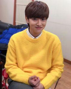 Tae Oh, Cross Gene, Won Ho, Anime Scenery Wallpaper, K Pop Music, Me Tv, Korean Singer, Korean Actors, Jimin