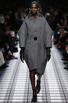 Balenciaga Autumn/Winter 2015-16 Ready-To-Wear, check all the collection is industrial and femenine