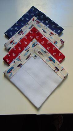 Kit fraldinha de boca, muito delicado, com barrinhas em tecido 100% algodão.  O kit é composto por 4 fraldinhas. As fraldinhas são duplas, medindo 34 cm x 34 cm, marca Dohler ou similar.  As barrinhas podem ser feitas em outras cores.
