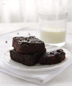 Black Bean Brownies - fudgey, low-carb, gluten-free brownie recipe - diettaste.com