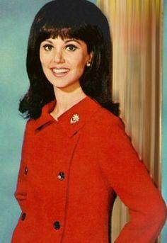 TV show fashion history - That Girl - Marlo Thomas in colour.jpg