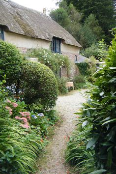 To spend a night in a cottage.Hardy's Cottage by Dorset Coastal Cottages, UK Garden Cottage, Cozy Cottage, Coastal Cottage, Cottage Homes, Cottage Style, Home And Garden, Coastal Living, Coastal Farmhouse, Beautiful Gardens