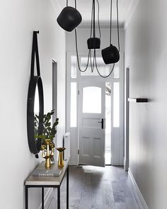 Fresh new looks for stunning entry space. Photo via Sharyn Cairns and Mim Design Studio.