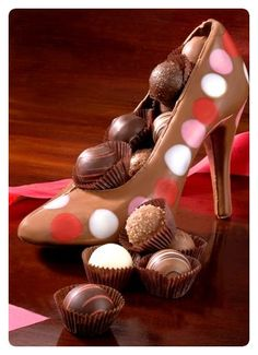 Chocolate shoe filled with chocolates. I Love Chocolate, Chocolate Heaven, Chocolate Art, Chocolate Shop, Chocolate Gifts, Chocolate Molds, Chocolate Truffles, Chocolate Lovers, Chocolate Recipes