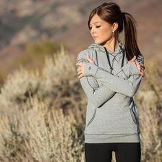 Signature Hoodie in Heather Gray from AlbionFit.com. I seriously love this top! #notsponsored #Ilovealbion