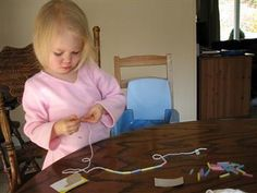Easy necklace for preschoolers and toddlers to make