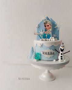 Elsa cake  #frozen #disneycake #frozencake #fondantcake