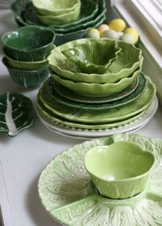 Here's some of the cabbage ware serving pieces,  both small and large,  that are waiting on the sideboard to be filled with salads and other yummy side dishes.   I do hope you all had a fabulous  Easter, Passover and weekend.