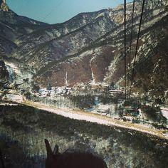 "@Graham Budd's photo: ""Coming down the #mountain. #Seoraksan cable car. #sokcho #korea #속조 #한국 #twitter"""