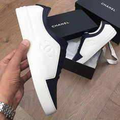 Zapatos casual Chanel Boots Trending Chanel Boots for sales. Moda Sneakers, Chanel Sneakers, Chanel Shoes, White Sneakers, Sneakers Fashion, Fashion Shoes, Men's Fashion, White Trainers Men, Coco Chanel