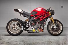 This beautiful build by Matthew Costabile from Forrest Hills, NY placed during the 2011 Ducati Monster Challenge. For Ducati North America brought back the Monster Challenge as the acclai… Moto Ducati, Ducati Motorcycles, Custom Motorcycles, Custom Bikes, Ducati Desmo, Ducati Monster 1100, Ducati Monster Custom, K100 Bmw, Estilo Cafe Racer