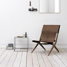 #GiftBuzz - Saxe Leather Lounge #Chair | Kontrast Saxe is a characterful and timeless folding chair designed in 1955 by the visionary designer and architect Mogens Lassen for The Copenhagen Cabinetmakers' Guild Competition