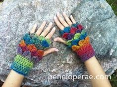Ravelry: Crocodile-Stitch Fingerless Gloves pattern by Carrissa Knox Diy Tricot Crochet, Crochet Gratis, Crochet Mittens, Crochet Gloves, Free Crochet, Crochet Slippers, Crochet Shawl, Crochet Stitches, Crochet Crocodile Stitch