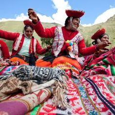 Awamaki is raising funds for 2 Quechua Girls, 8000 Miles, Cusco to Santa Fe on Kickstarter! Help two indigenous Quechua women weavers fly to Santa Fe (NM) to participate in the Santa Fe International Folk Art Market. Weaving Projects, Art Education, South America, Folk Art, Artisan, Women, Ethnic, Mexican Textiles, Fabrics