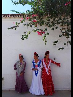 I love the one with blue, in the middle! Bridesmaid Dresses, Wedding Dresses, Folklore, High Fashion, Spain, Middle, Sweets, Blue, Clothes