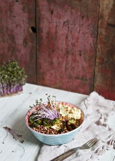 Le bol du dragon, ou le « Bouddha Bowl », est un classique de la cuisine végétarienne. Mais là! Wooo! Attendez un peu avant d'avoir peur du mot vegé!!! C'est LA recette pour vous initier le temps d'un repas à la cuisine végétarienne. C'est LA recette qui vous fera changer d'opinion tellement c'est bon. Créer votre…