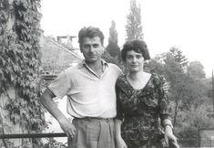 Polcz Alaine és Mészöly Miklós (kép forrása)A presszóban ücsörgő jóképű férfinak azonnal megakadt a szeme az ajtón belépő lányon. Nem is csoda, hiszen a nő szépsége még úgy is feltűnő volt, hogy nem divatos holmikat, hanem csak egy kopott, több számmal nagyobb…