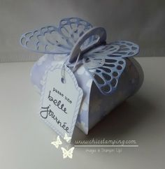 Gift packaging (empty!) 5 euros  ----------------------------------------------Butterflies thinlits, Curvy Keepsake box thinlits Stampin'Up! Gable Boxes, Gift Packaging, Keepsake Boxes, Little Gifts, Stampin Up, Birthday Cards, Paper Crafts, Juliette, Place Card Holders