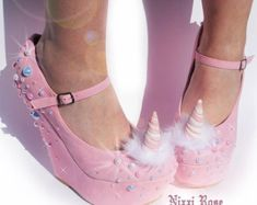 Magical Unicorn Wedges by NixxiRose on Etsy at least Brandy did not want these for her wedding. Unique Shoes, Cute Shoes, Me Too Shoes, Dream Shoes, Crazy Shoes, Mode Kawaii, Kawaii Shoes, Unicorn Outfit, Unicorn Clothes