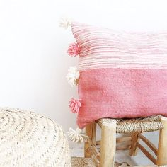You can buy in #lacasadecoto //////////////////////////// #naturalliving #naturalhome #morocco #handmade #globalhandmade #pillow #pompomcushion #homdecor #interiordesign