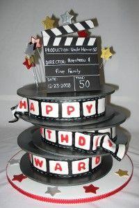 Un gâteau sur le thème du cinéma qui ressemble un peu à ce que j'ai dans la tête pour mon gâteau. Celui-ci est superbe.