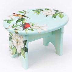 Bird stool with decoupage Decopage Furniture, Funky Painted Furniture, Diy Furniture Plans, Painted Chairs, Recycled Furniture, Furniture Makeover, Decoupage Art, Decoupage Vintage, Upcycle Home