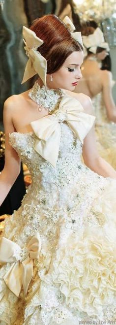 Stella de Libero Wedding dress Pinned by Martine Sansoucy Photography… Estilo Glamour, Fairytale Gown, Gowns Of Elegance, Fashion Moda, Beautiful Gowns, Belle Photo, Dream Dress, Pretty Dresses, Wedding Gowns