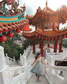 Thean Hou temple - Kuala Lumpur - Malaysia - travel photos - how to take travel photos - girls who travel Malaysia Travel Destinations Malaysia Travel Guide, Taiwan Travel, Singapore Travel, Asia Travel, Malaysia Truly Asia, Singapore Malaysia, Malaysia Tour, Travel Pose, Travel Photos
