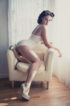 Pin-up Girl Themed Boudoir Photography Ideas