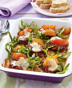 Gratinierte Medaillons mit Aprikosen Rezept: Schweinefilet,Öl,Pfeffer,Aprikosen,Gorgonzola,Rucola
