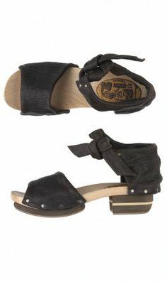 Saskia sandals - Plümo Ltd